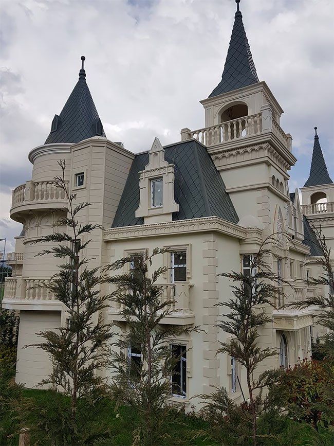 А как у них? Поселок замков в Турции