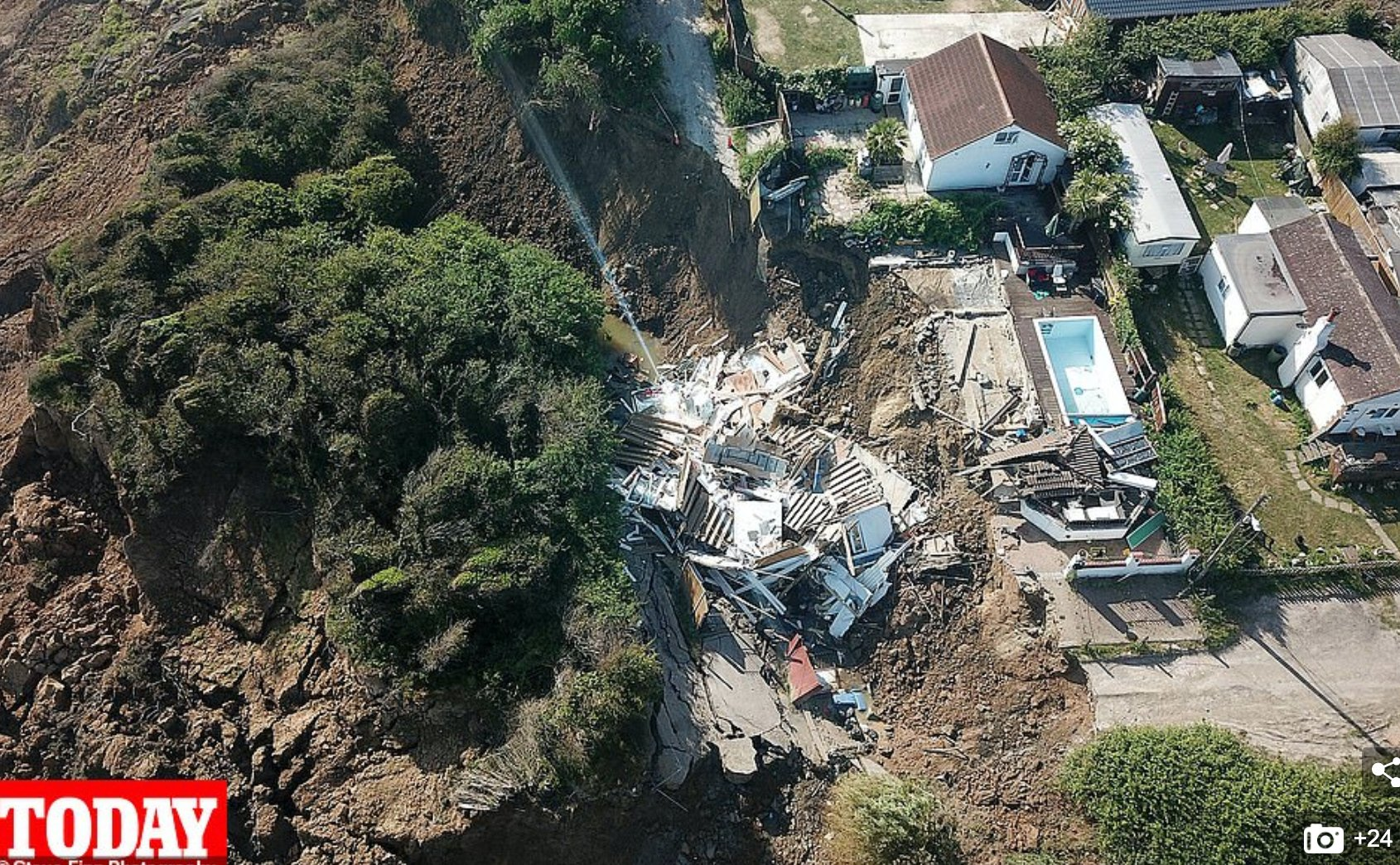 дом упал с обрыва